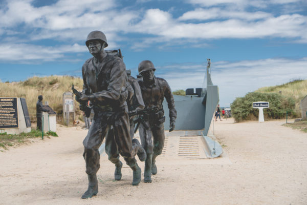 Sculptures de soldats en action à Utah Beach
